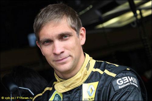 Виталий Петров в паддоке Гран При Германии