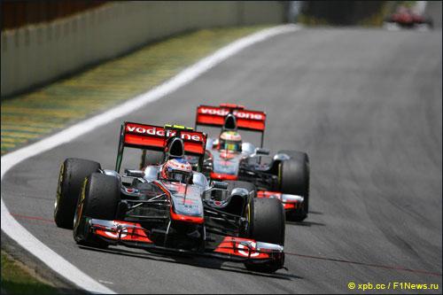 Дженсон Баттон и Льюис Хэмилтон на трассе Гран При