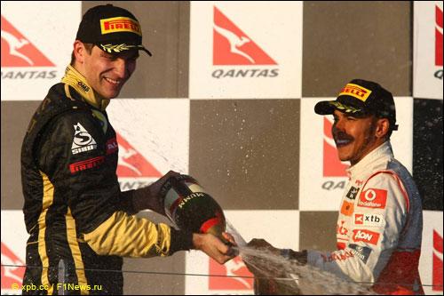 Виталий Петров и Льюис Хэмилтон на подиуме Гран при Австралии 2011 года