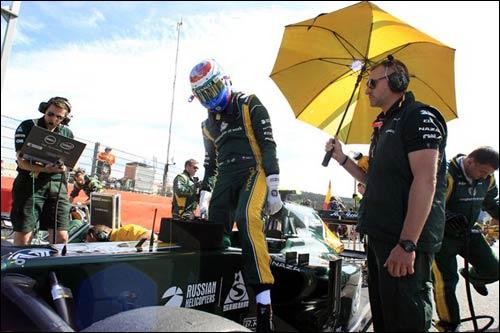 Виталий Петров перед стартом Гран При Бельгии
