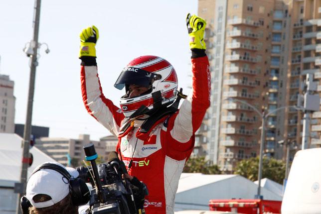 Нельсиньо Пике после финиша гонки Формуле Е в Лонг-Бич