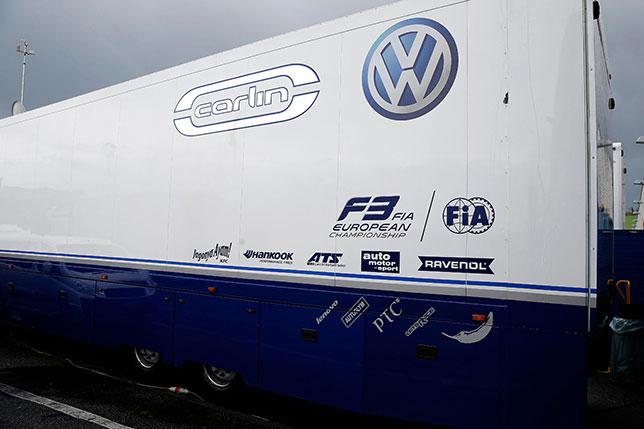 Моторхоум команды Carlin, выступающий в Формуле 3