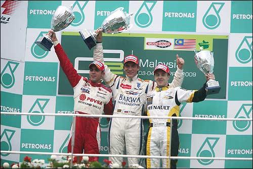 Подиум воскресного спринта GP2Asia в Сепанге