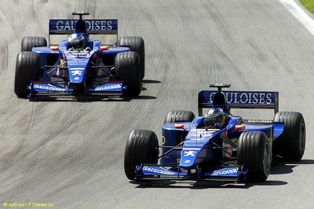 Машины Prost на трассе Гран При Австрии, 2000 год
