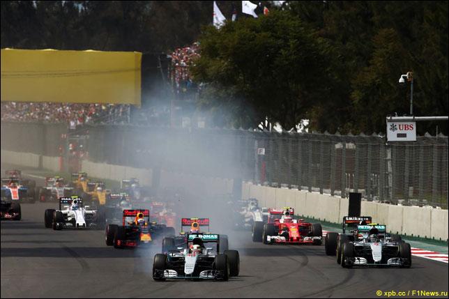 Льюис Хэмилтон на старте Гран При Мексики