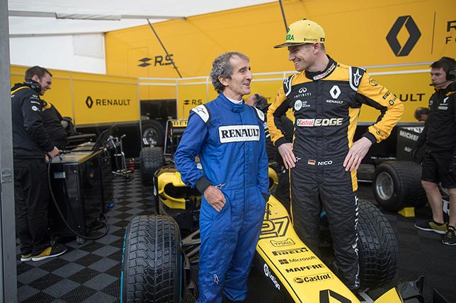 Ален Прост и Нико Хюлкенберг во время шоу Renault в Ницце