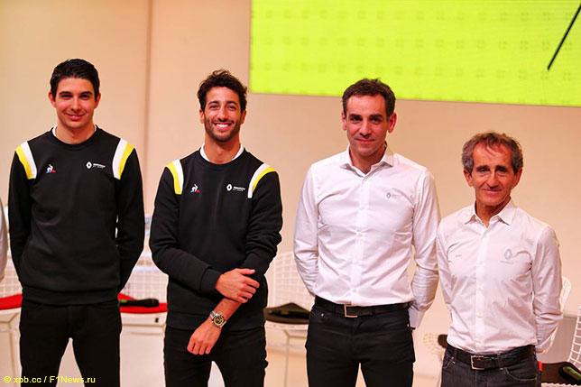 Ален Прост, Сирил Абитебул, Даниэль Риккардо и Эстебан Окон на презентации новой машины Renault