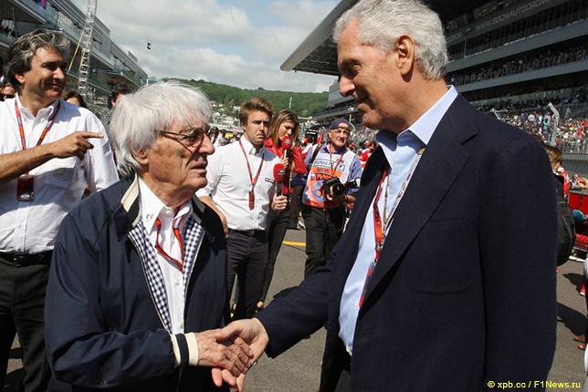 Марио Тронкетти Провера (справа) и Берни Экклстоун
