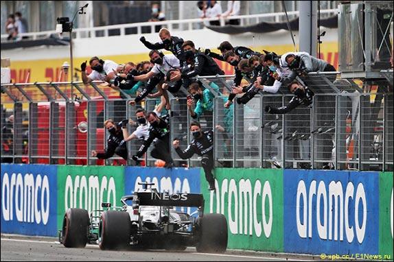 Льюис Хэмилтон выиграл Гран При Венгрии