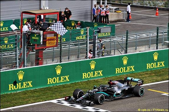 Льюис Хэмилтон выиграл Гран При Бельгии, одержав пятую победу в сезоне и 89-ю в карьере
