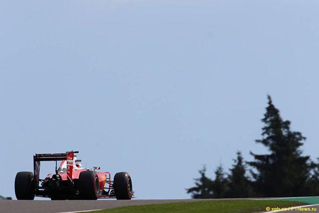 Себастьян Феттель за рулём Ferrari на трассе в Спа