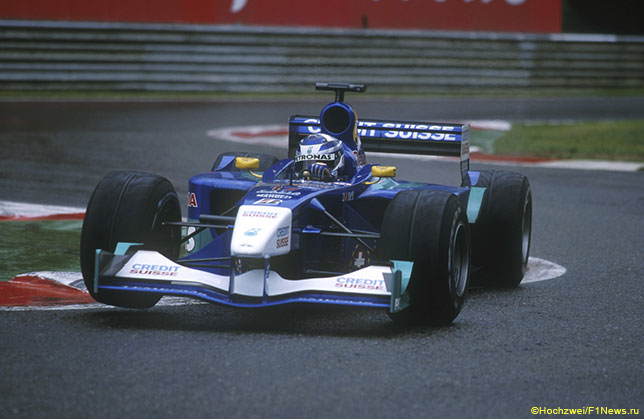 Кими Райкконен за рулём Sauber на трассе в Спа, 2001 год