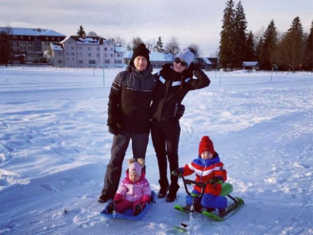 Кими Райкконен с семьёй отдыхает в Финляндии