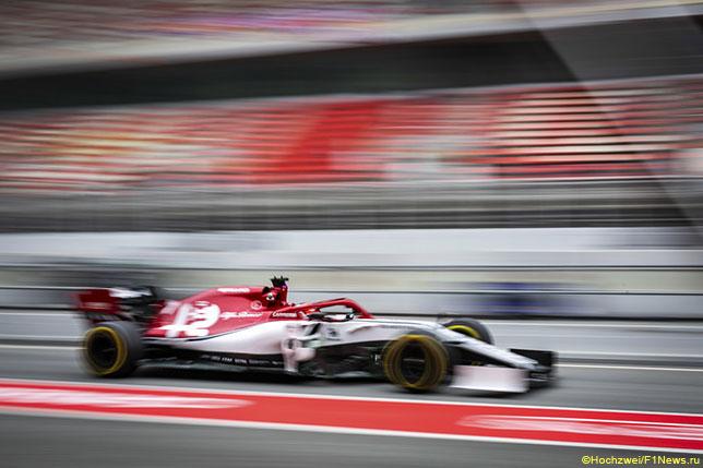 Кими Райкконен за рулём Alfa Romeo C38 на тестах в Барселоне