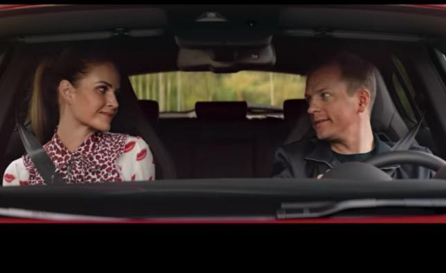 Кими Райкконен и его супруга Минтту в новой рекламе Alfa Romeo