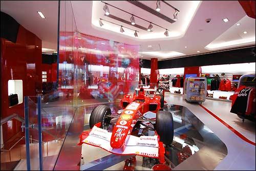 Лондонский Ferrari Store