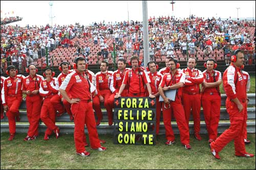 Ferrari. Команда Фелипе перед стартом гонки