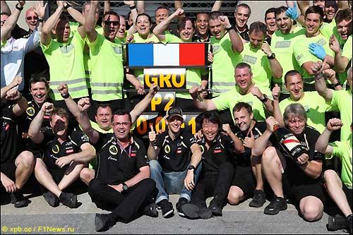 Команда Lotus F1 празднует по случаю канадского подиума Романа Грожана