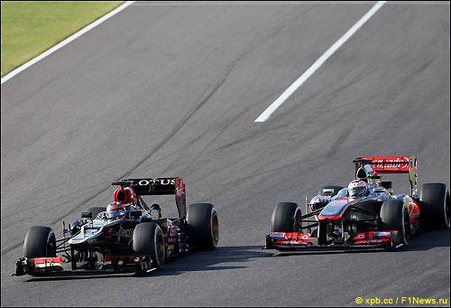 Кими Райкконен обгоняет Дженсона Баттона на трассе Гран При Японии
