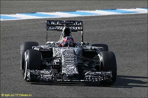 Red Bull RB11 на тестах в Хересе
