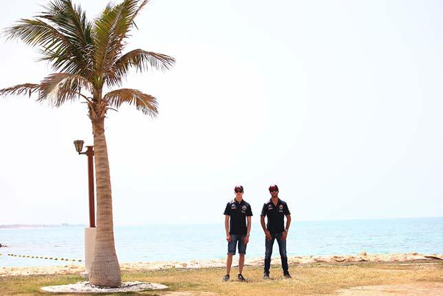 Даниил Квят и Даниэль Риккардо на пляже