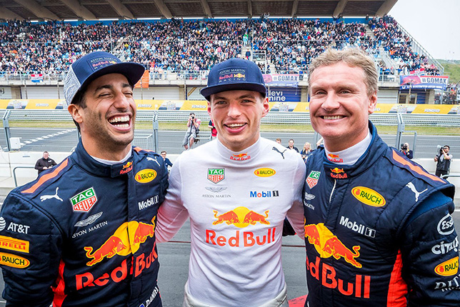 Гонщики Red Bull в Зандфорте - судя по всему, им действительно весело