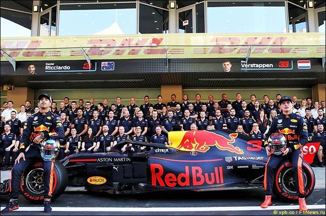 Групповая фотограия Red Bull Racing