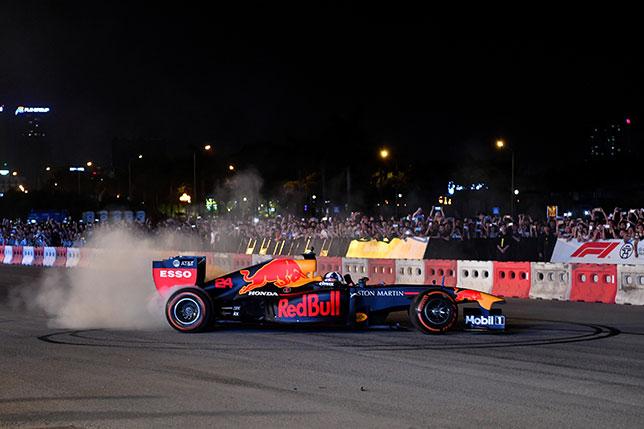 Дэвид Култхард во время демо-заездов в Ханое, фото пресс-службы Red Bull Racing