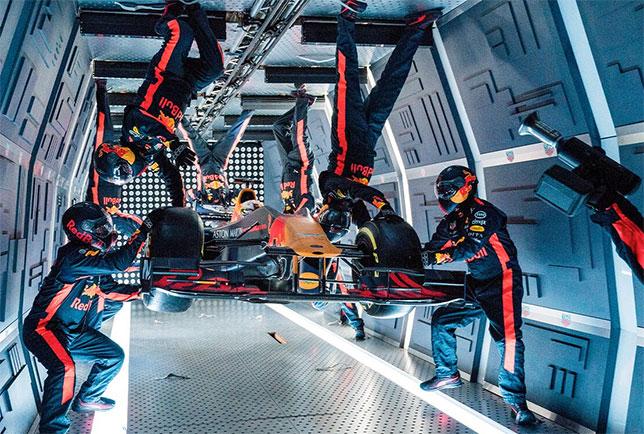 Механики Red Bull Racing проводят пит-стоп в условиях искусственной невесомости