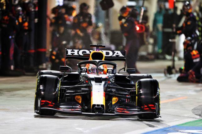Машина Red Bull Racing с двигателем Honda на трассе Гран При Бахрейна, фото XPB