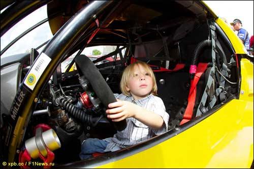 Мировой автоспорт стремительно молодеет...