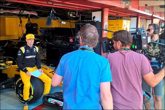 Нико Хюлкенберг на съемочном дне Renault в Барселоне
