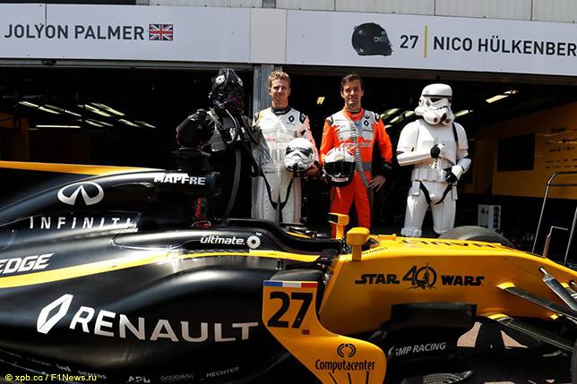 Гонщики Renault Нико Хюлкенберг и Джолион Палмер в Монако, май 2017 года