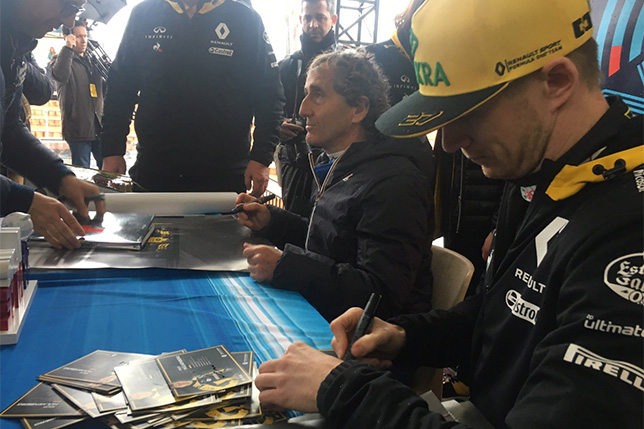 Нико Хюлкенберг и Ален Прост во время автограф-сессии в Ницце