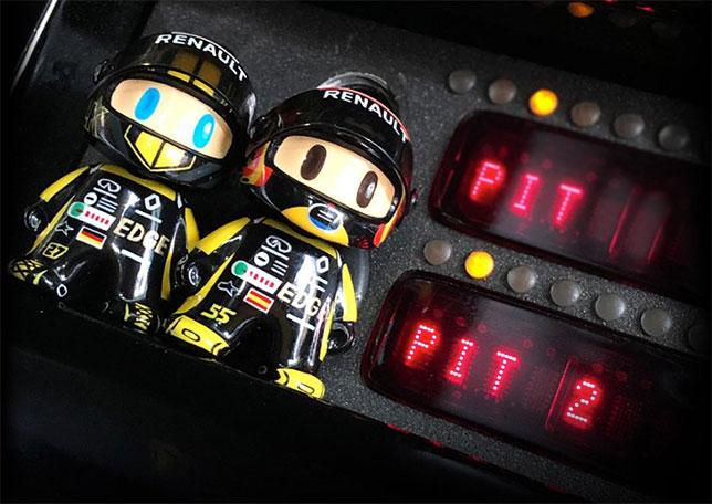 Одна из страниц рождественского календаря Renault, фото пресс-службы команды