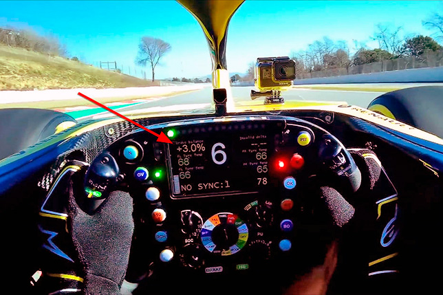 Кадр из видео тестового круга Даниэля Риккардо на RS19 в Барселоне. Скриншот AMS