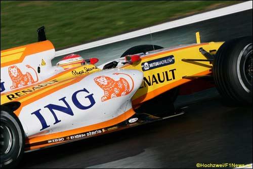 Логотип ING на машинах Renault F1