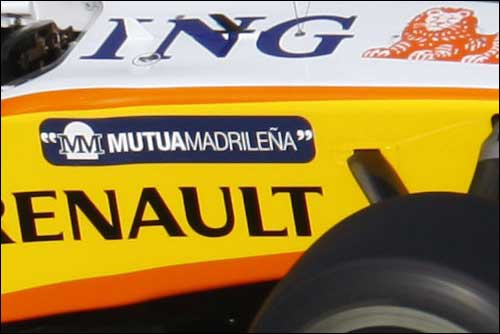 Логотип Mutua Madrilena на Renault R29