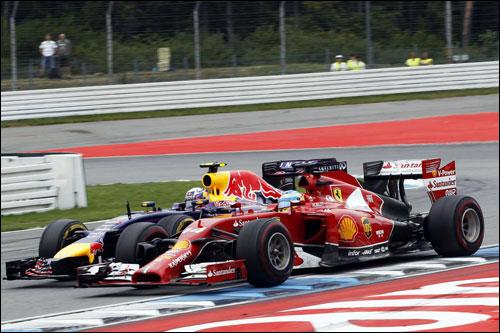Даниэль Риккардо ведёт борьбу с Фернандо Алонсо на трассе Гран При Германии в Хоккенхайме