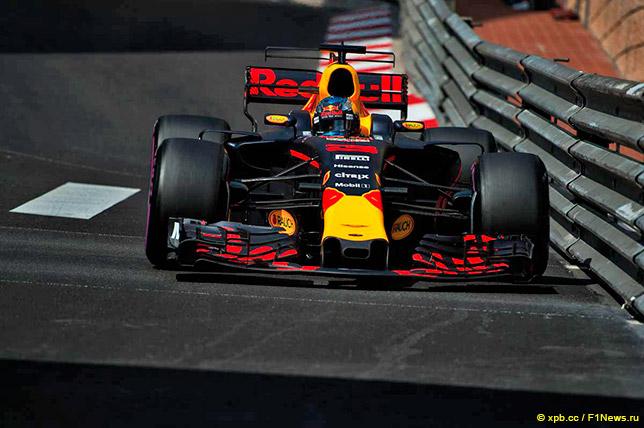 Даниэль Риккардо на трассе в Монако
