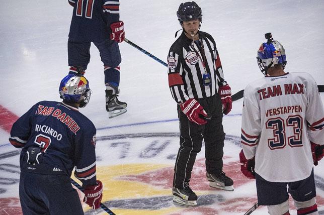 Даниэль Риккардо, Кристиан Хорнер и Макс Ферстаппен на льду во время хоккейного матча