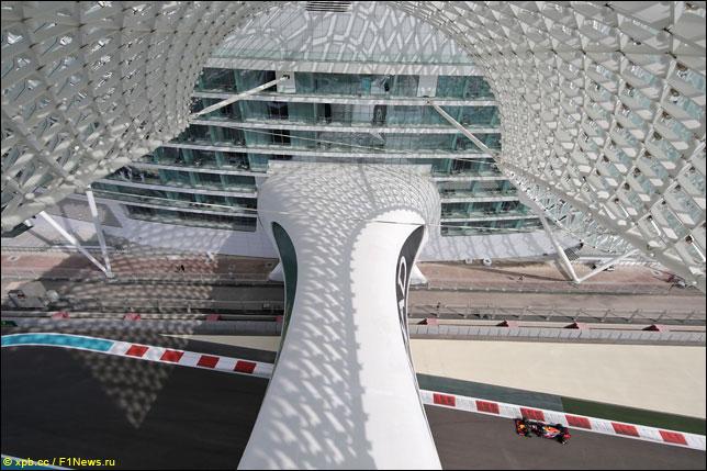 Даниэль Риккардо на прошлогоднем Гран При Абу-Даби