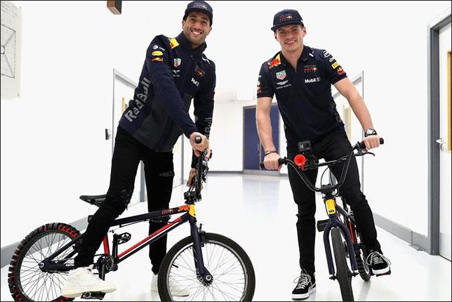 Даниэль Риккардо и Макс Ферстаппен на базе Red Bull в Милтон-Кинсе