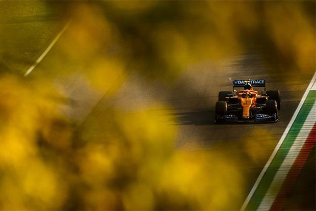 Машина McLaren на трассе в Имоле, 2020 год, фото пресс-службы команды