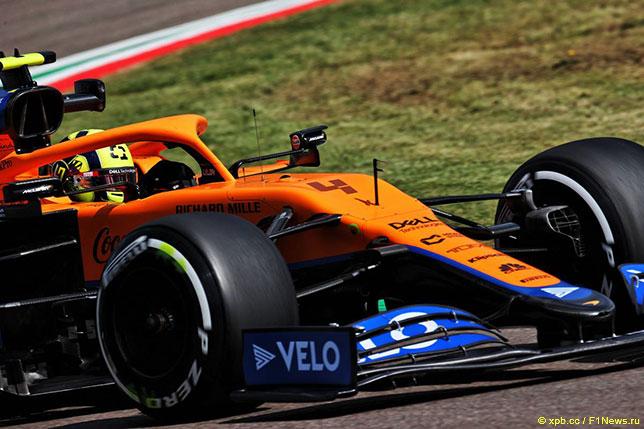 Ландо Норрис за рулём McLaren MCL35M на тренировках в Имоле
