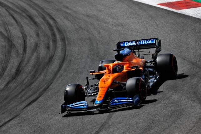 Даниэль Риккардо за рулём McLaren на трассе в Портимао