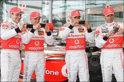 Гэри Паффет, Хейкки Ковалайнен, Льюис Хэмилтон и Педро де ла Роса на презентации McLaren MP4-24