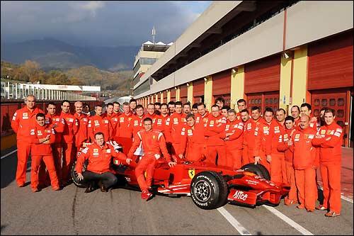 Персонал Ferrari и Валентино Росси