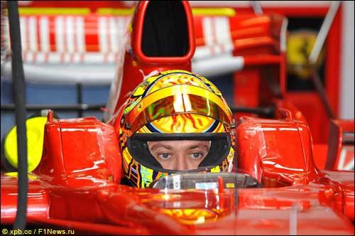 Валентино Росси за рулем Ferrari