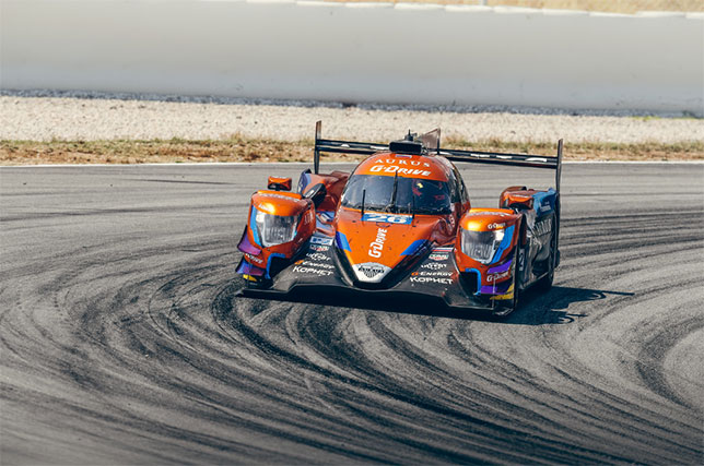 Машина команды G-Drive Racing на трассе в Барселоне
